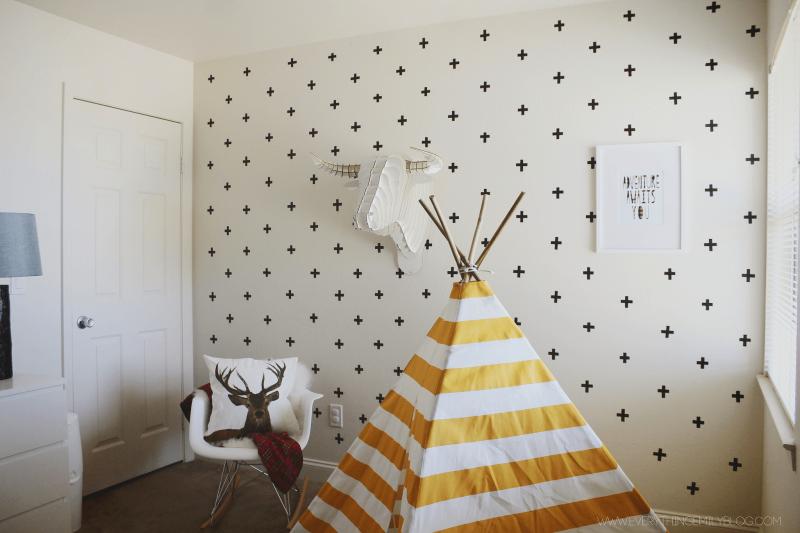Как своими руками красиво украсить стену в комнате